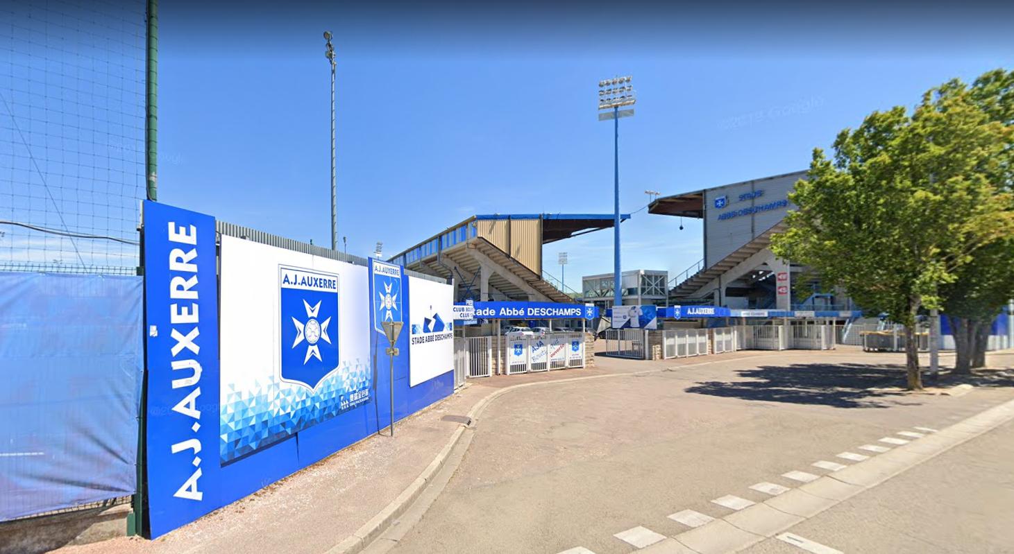 Capture écran de l'entrée du stade Abbé Deschamps depuis la route de Vaux (© Google Maps)